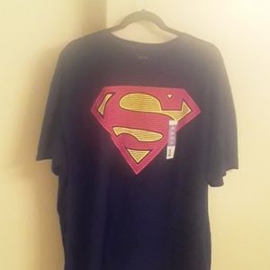 NWT Superman logo tshirt